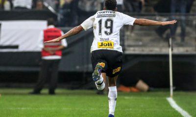 Corinthians ganha por 2 a 1 e se mantém invicto contra o São Paulo 5b9ca56fe42d5