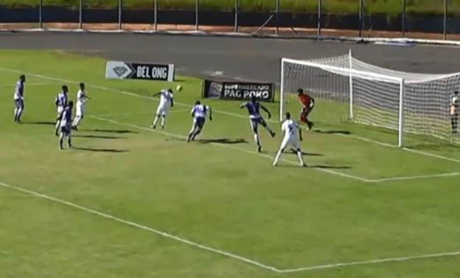 Lance da partida entre Assisense e Elosport, disputada no Estádio Tonicão, em Assis — Foto: FPF TV/Reprodução