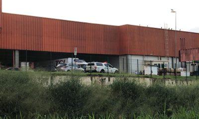 Polícia esteve no mercado e isolou a área até a chegada do IML de Rio Branco — Foto: Guilherme Barbosa/Rede Amazônica Acre