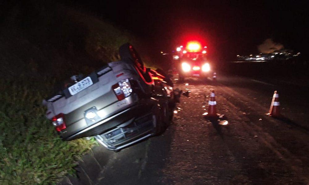 Motorista morre após bater em traseira de caminhão (Foto: Nova Tv/Reprodução)