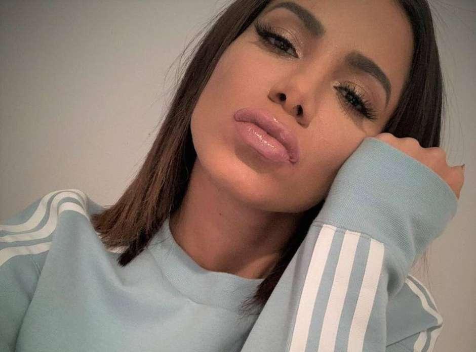 'Desisto de entender o povo', diz Anitta após críticas