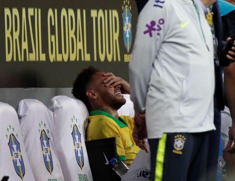 Neymar chora no banco de reservas após sair de campo no amistoso Brasil x Catar em Brasília 05/06/2019 REUTERS/Ueslei Marcelino (Foto: Reuters)