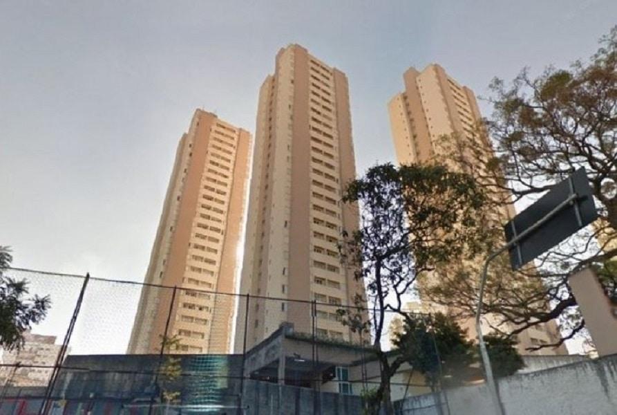 Jovem de 18 anos arremessa filha recém-nascida do 10º andar de prédio