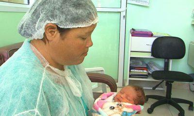 Grávida foi transportada de bicicleta e deu à luz bebê dentro de Unidade de Saúde, em Guarapuava — Foto: Reprodução/RPC