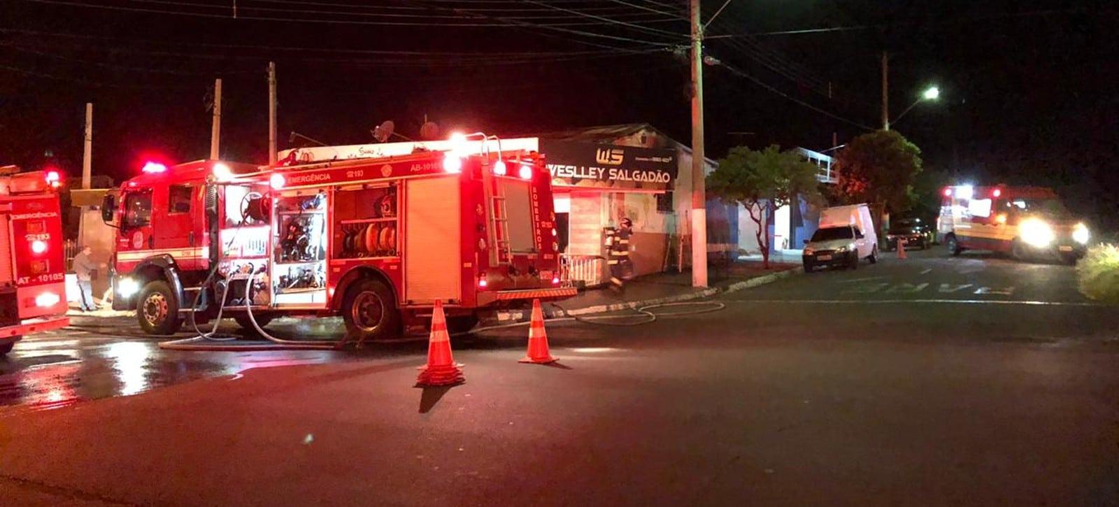 Incêndio destruiu grande parte de uma lanchonete na zona Norte de Marília (SP) — Foto: Marília Notícia/Divulgação