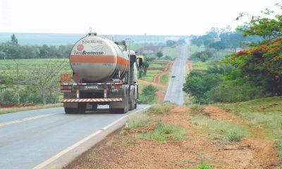 Motorista é sequestrado e tem carreta roubada em rodovia de Palmital (Foto: Reproduão/Jornal da Comarca)