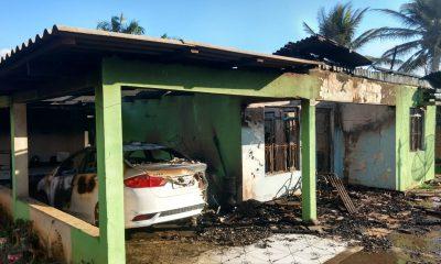Marido tentou matar a mulher dele, incendiou a casa e o carro em Matupá — Foto: Corpo de Bombeiros de Mato Grosso/Assessoria
