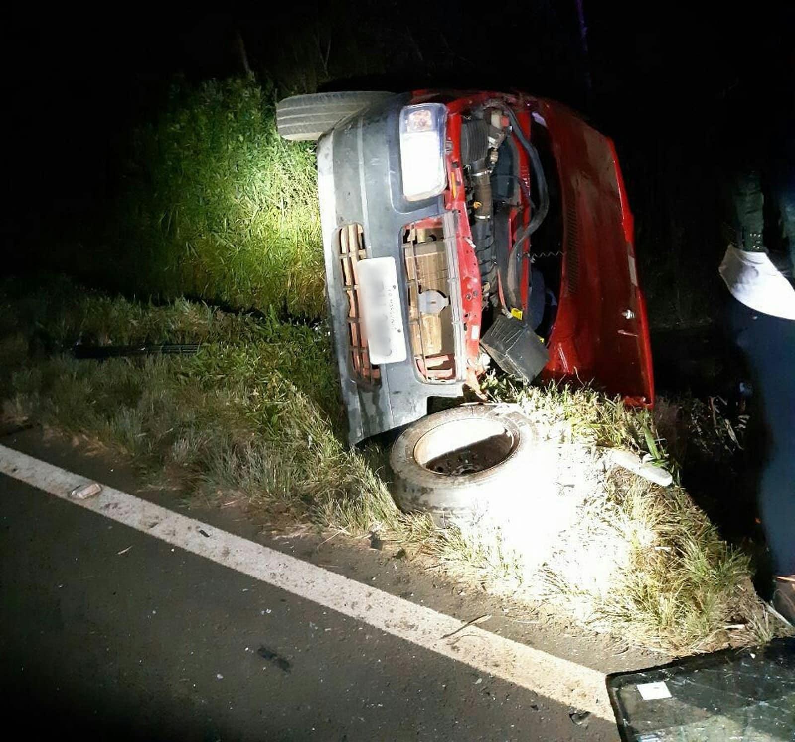 Bebê que estava no banco da frente do carro foi arremessado para fora do veículo — Foto: Divulgação/PRF