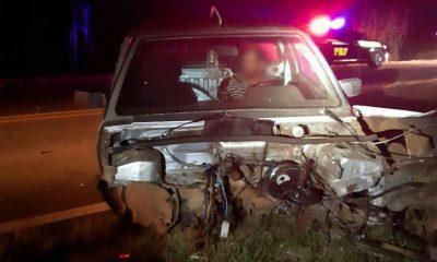 Motorista bêbado perdeu o controle do carro, que rodou na pista e bateu de frente contra outro carro, em Laranjeiras do Sul — Foto: Divulgação/PRF