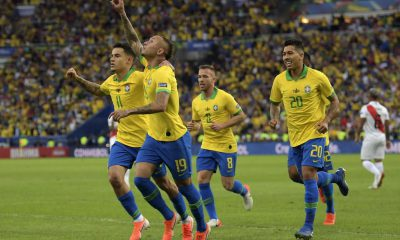 Everton abriu o placar na decisão (Foto: Carl DE SOUZA / AFP)