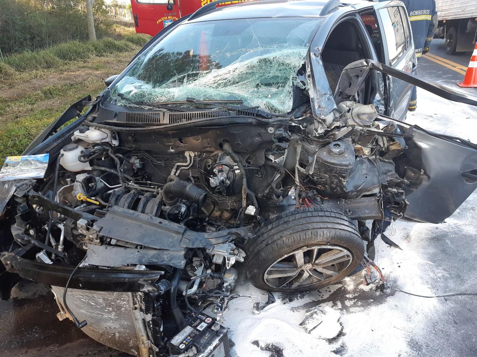 Uma pessoa morreu e outra ficou gravemente ferida após dois carros baterem de frente, na BR-373 — Foto: Divulgação/PRF