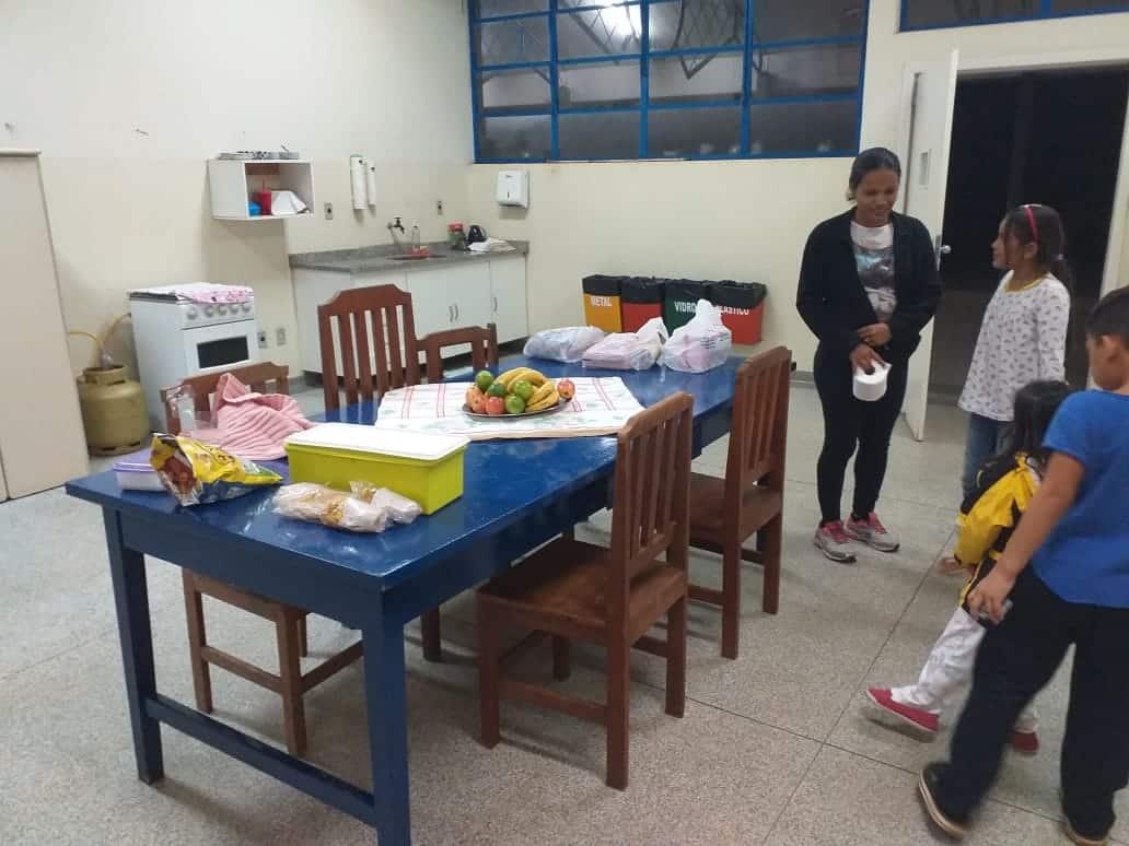 Família acolhida campus Assis (Foto: Divulgação)