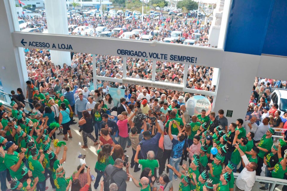 Multidão em inauguração da Havan Marília (Foto: Leonardo Moreno/Marília Notícia)