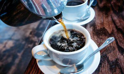 Tomar café em excesso pode aumentar risco de pressão alta