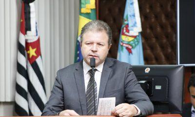 Vereador Célio Diniz solicita colocação de canteiro central na Avenida Benedito Pires