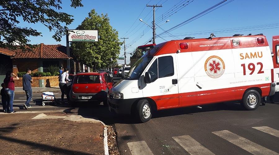 A motorista do carro que foi colidido foi socorrida pelo Samu e encaminhada ao Pronto-Socorro (Foto: Manoel Moreno)