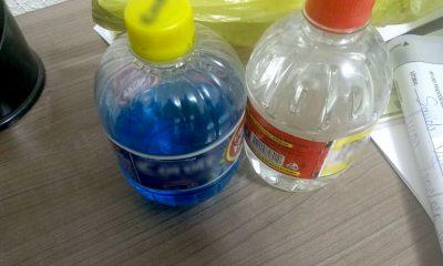 Policiais apreenderam com o homem dois frascos de bebida alcoólica com sabores (Foto: Polícia Militar/Divulgação)