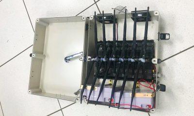 Objeto encontrado era uma maleta bloqueadora de sinal (Foto: Polícia Militar)