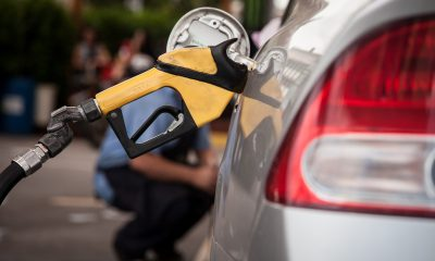 Bomba de combustível abastece carro em posto de São Paulo (Foto: Marcelo Brandt/G1)