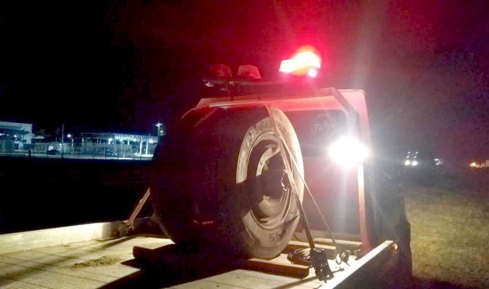 Rodas do caminhão, que seguiu viagem, foram apreendidas pela Polícia Civil — Foto: TV TEM/Reprodução