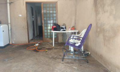 Criança foi agredida e teve o corpo queimado dentro de uma casa em Londrina (Foto: Alberto D'Angele/RPC)