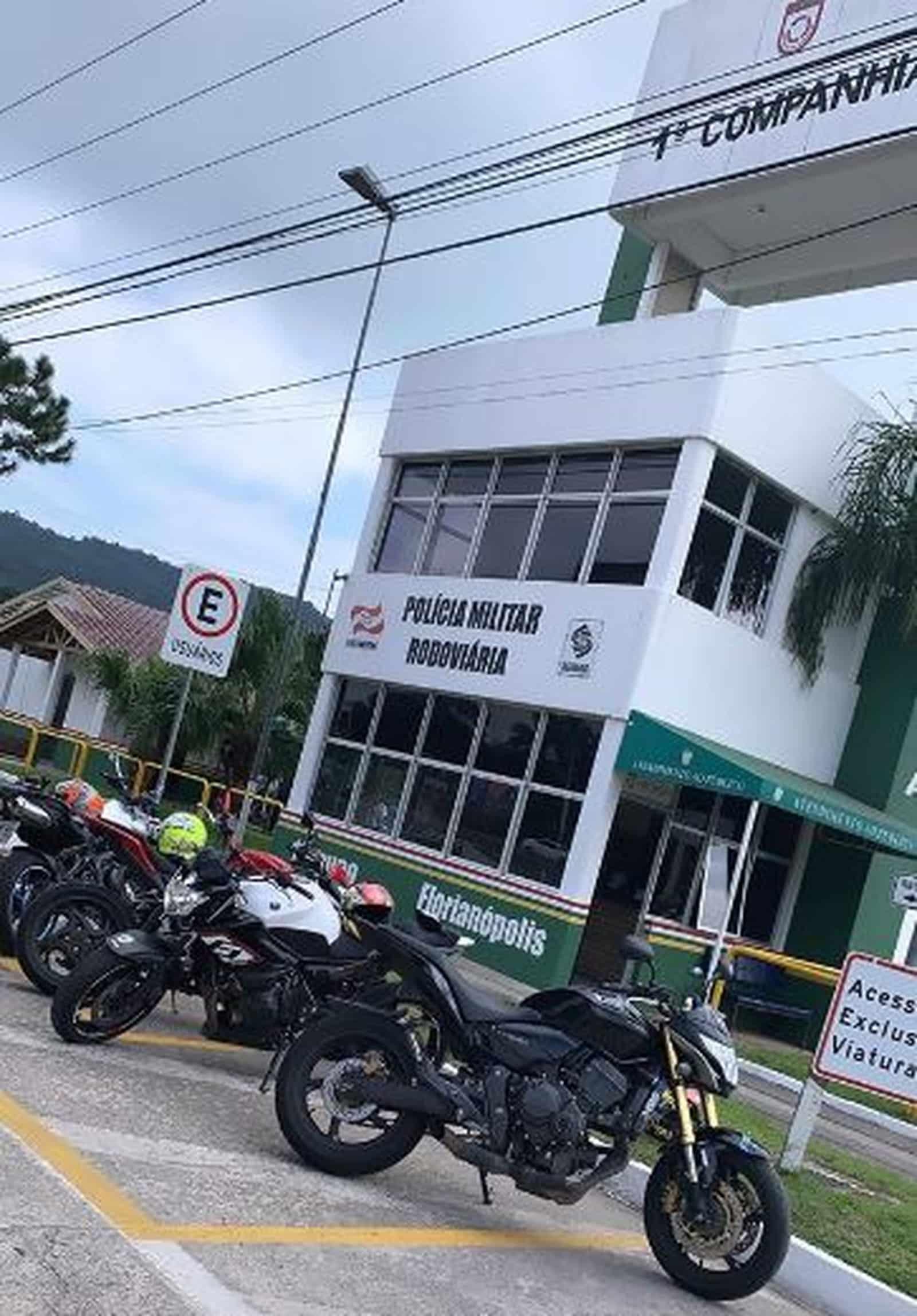 Motos são apreendidas em Florianópolis pela PMRv — Foto: Reprodução/Instagram