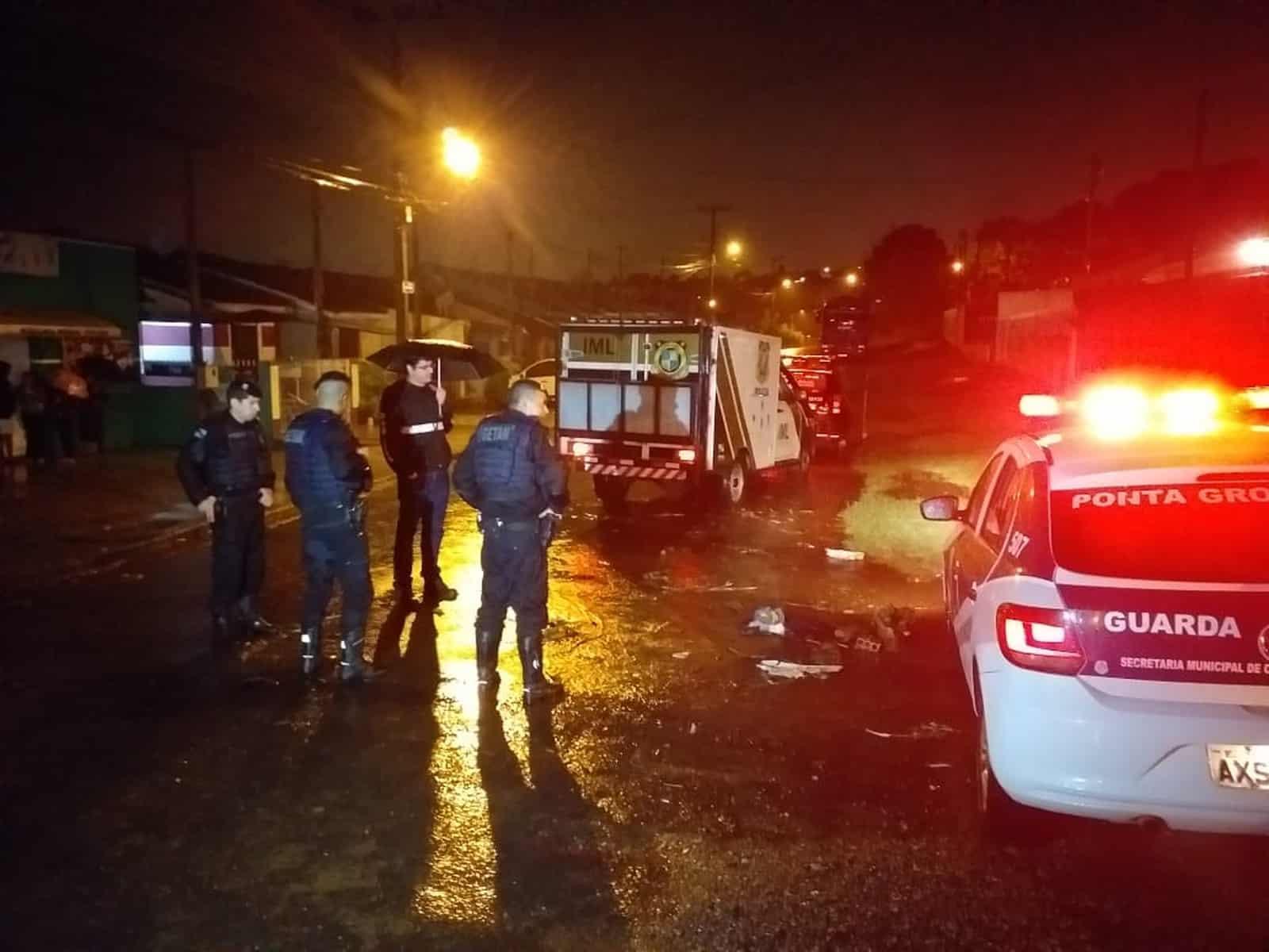 Suspeita é de que corpo foi arrastado pela água da chuva — Foto: Fábio Ângelo/RPC