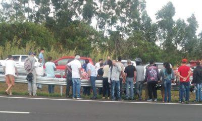 Acidente com o motociclista chamou a atenção de quem passava pelo local em Marília — Foto: Arquivo pessoal
