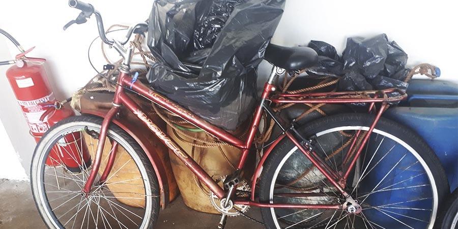 Bicicleta que o indiciado estava no momento do roubo (Foto: Manoel Moreno)