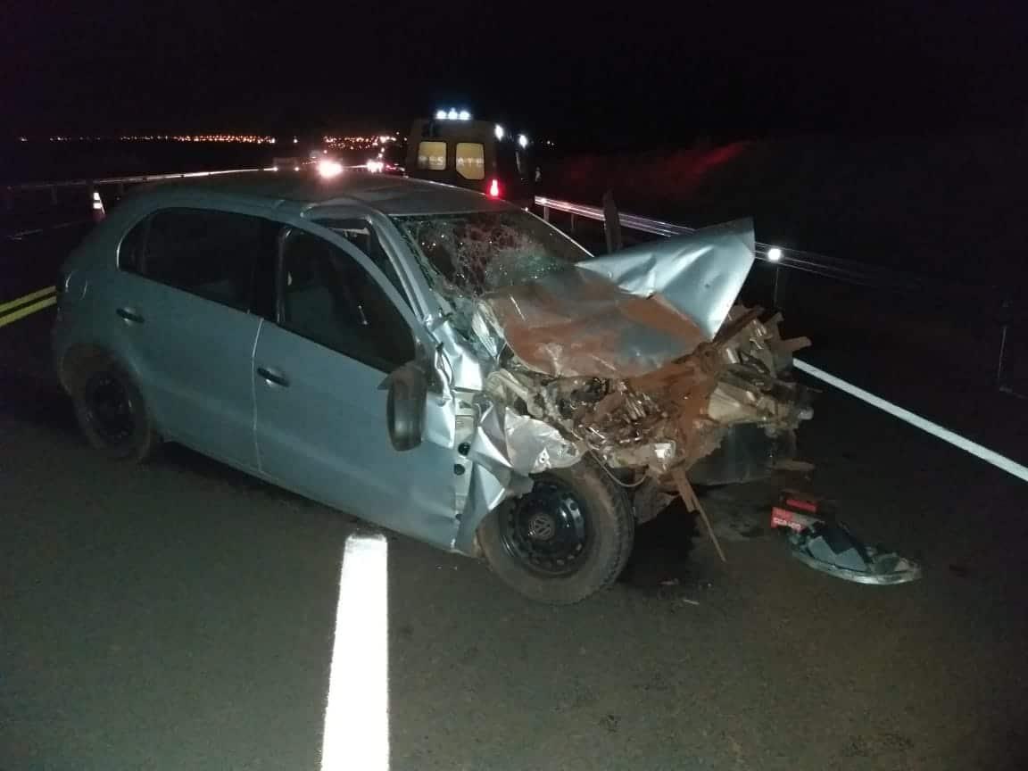 Motorista fica preso às ferragens após acidente em Tarumã (Foto: The Brothers/Cedida)