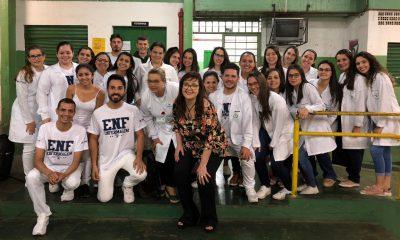 Alunos de Enfermagem da FEMA orientam sobre ISTs e AIDS (Foto: Divulgação_