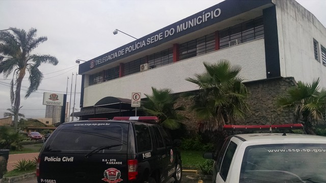 Caso foi encaminhado à Delegacia Sede de Praia Grande, SP — Foto: Rafaella Mendes/G1