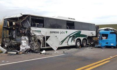Acidente envolveu dois ônibus e caminhão entre Jaú e Bocaina — Foto: Luizinho Andretto/ Coisas que só Acontecem em Jaú