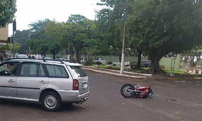 Jovem fica ferido após se envolver em acidente na Av. Siqueira Campos (Foto: TV Paraguaçu)