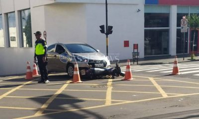 Carro e moto se envolvem em acidente na Rui Barbosa em Assis (Foto: AssisNews)