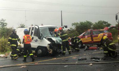 Colisão envolveu dois veículos na Rodovia Homero Severo Lins (SP-284), em Martinópolis — Foto: Murilo Antunes