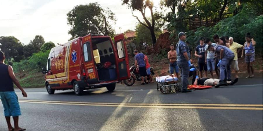 MotociclistMotociclista sofreu escoriações pelo corpo e foi socorrido pelo Corpo de Bombeiros (Foto: Manoel Moreno)a sofreu escoriações pelo corpo e foi socorrido pelo Corpo de Bombeiros (Foto: Manoel Moreno)