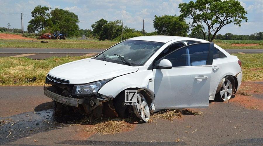 O veículo ficou danificado (Foto: Foto: Manoel Moreno)