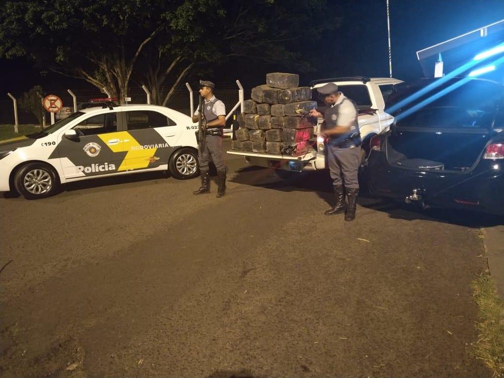 Mais de 300 kg de droga foram encontrados em caminhonete na Rodovia Miguel Jubran — Foto: Polícia Rodoviária Federal/Divulgação