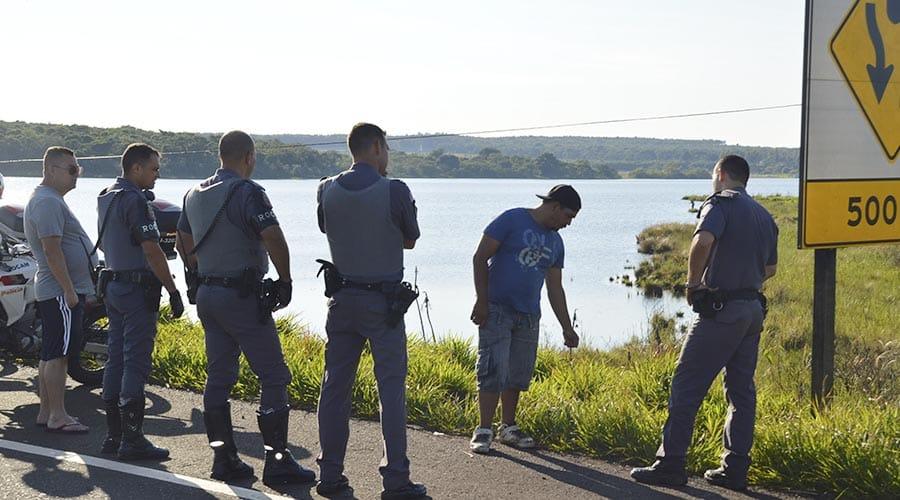 O corpo foi encontrado pelo primo da vítima, na madrugada deste sábado (Foto: Reprodução/i7 Notícias)