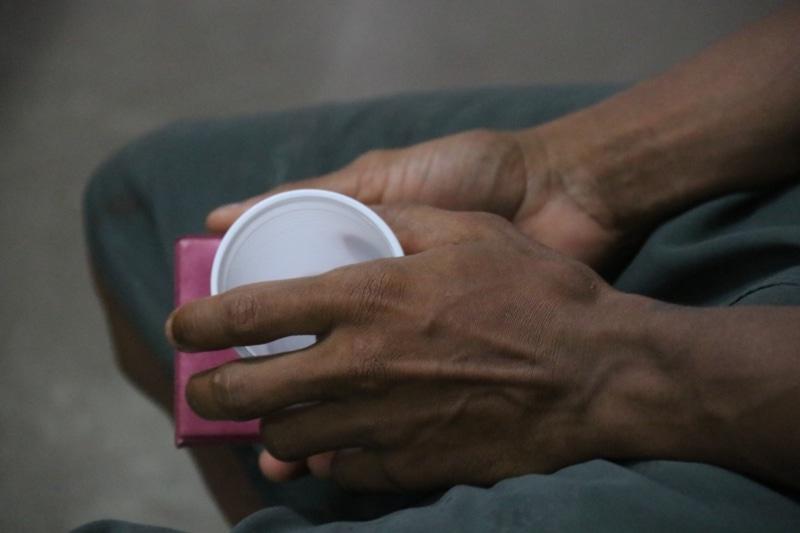 Homem relata situações que passou em galpão (Foto: Malavolta Jr.)
