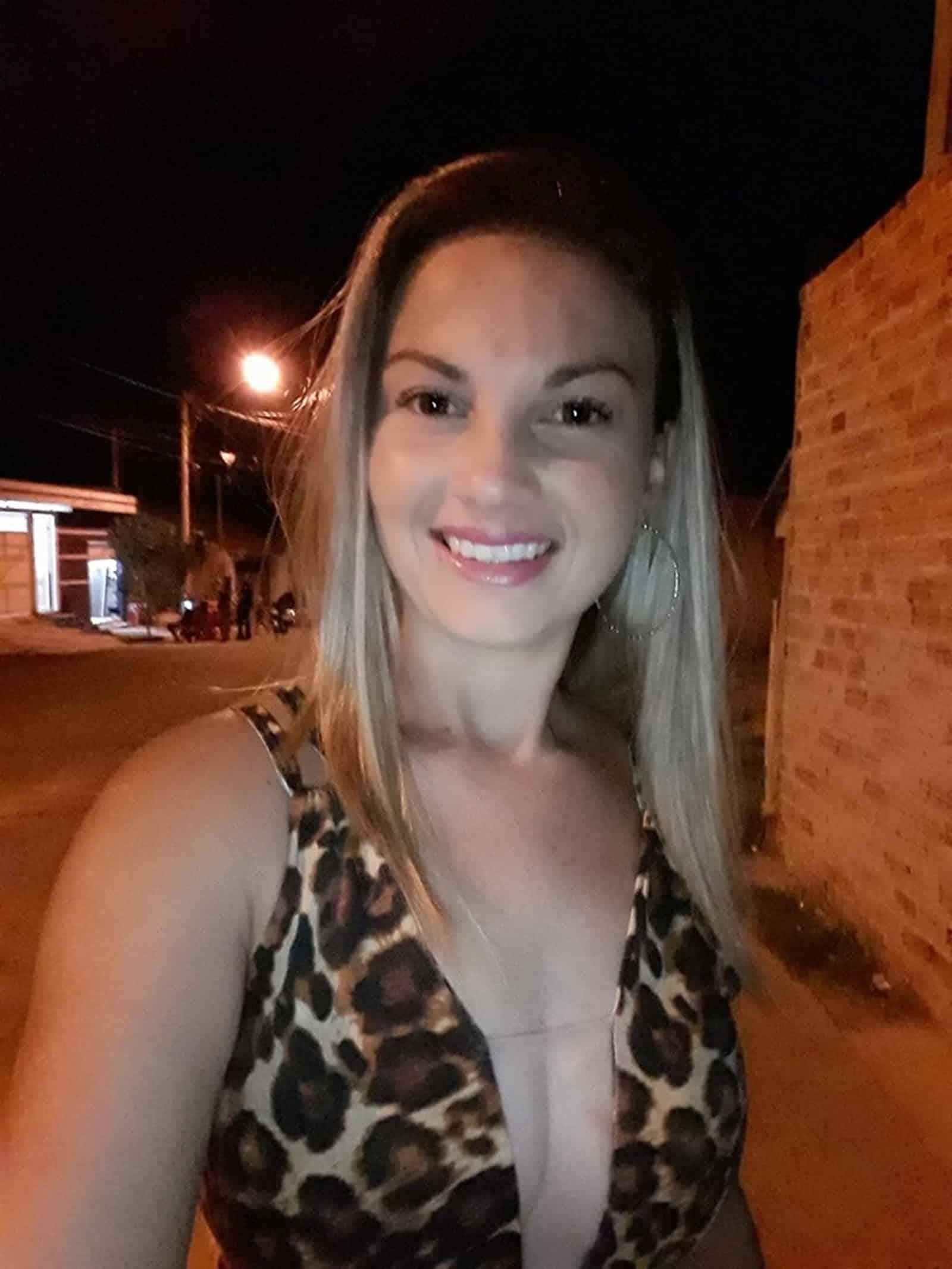 Michele foi enterrada nesta segunda-feira (4) no Cemitério da Saudade em Marília — Foto: Facebook/Reprodução