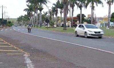 Acidente aconteceu no km 474 da Raposo Tavares (SP-270), no trecho urbano que atravessa bairros de Ourinhos — Foto: TV TEM/Reprodução