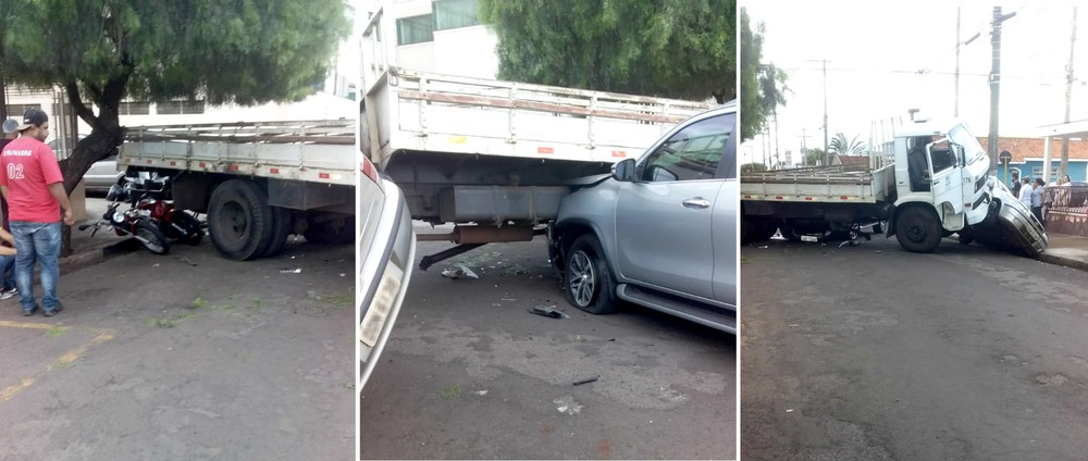 Duas motos e dois veículos acabaram atingidos no acidente envolvendo o caminhão da prefeitura de Ourinhos — Foto: Arquivo pessoal