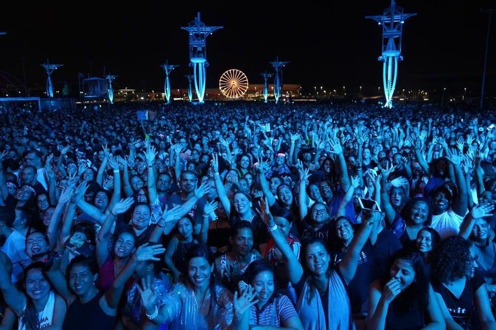 Fãs de Sandy e Junior lotam o Parque Olímpico na noite deste sábado (10) — Foto: Marco Serra Lima/ G1