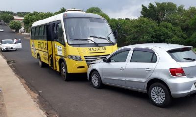 Motorista sofre mal súbito e se envolve em acidente com micro-ônibus em Bastos — Foto: Arquivo pessoal