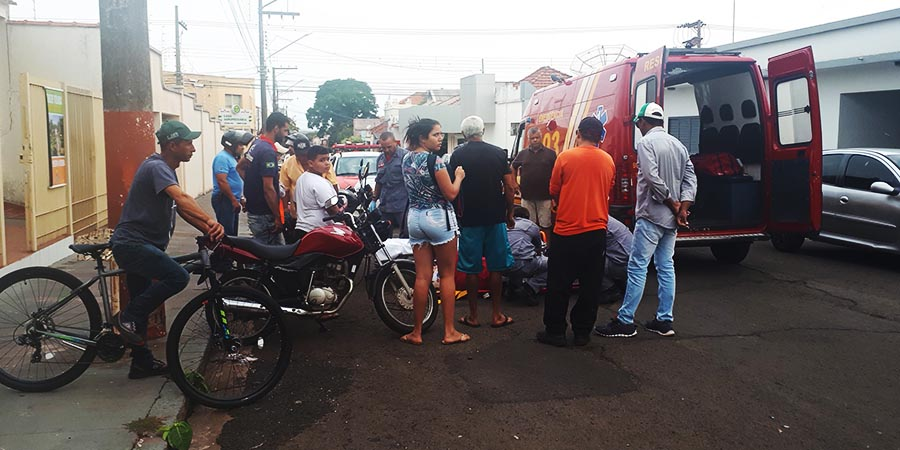 Várias pessoas se aglomeraram no local
