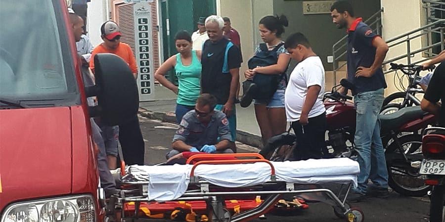 Com fortes dores no tornozelo, ela foi encaminhada ao Pronto-Socorro
