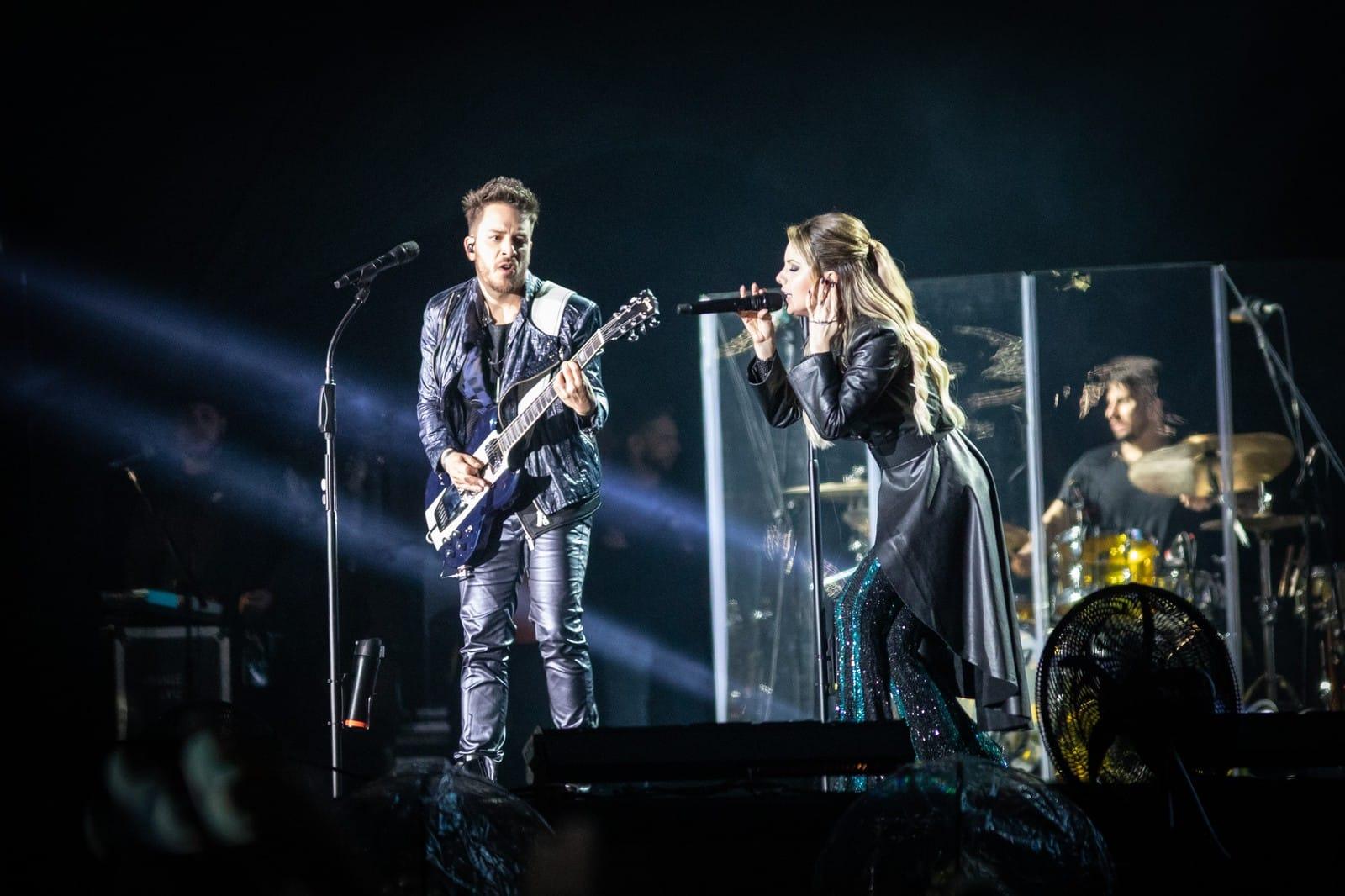 Sandy e Junior durante show da turnê 'Nossa História' em São Paulo, neste sábado (24) — Foto: Fábio Tito/G1