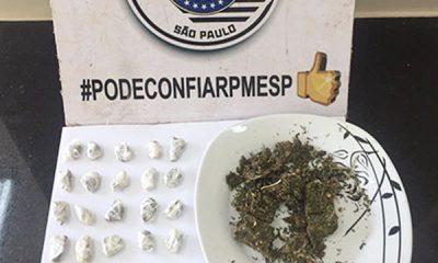 Porções de maconha apreendidas durante a ocorrência (Foto: Polícia Militar/Cedida)
